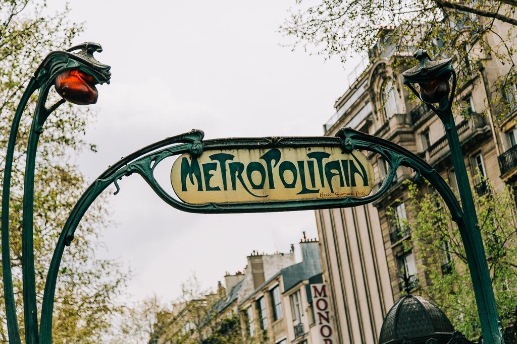 Åka tunnelbana i Paris