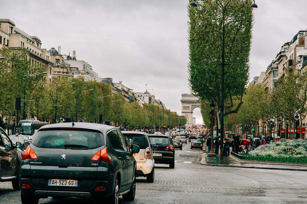 Paradgatan Champs Elysees i Paris