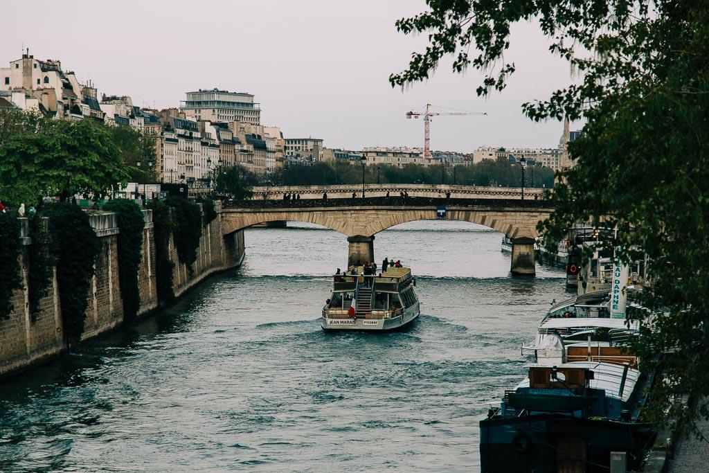 Ta en båttur på Seine