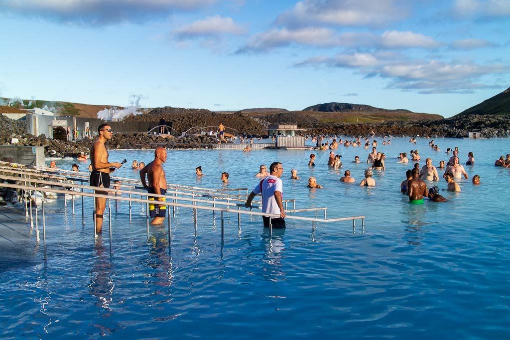 Bada i Blå lagunen på Island