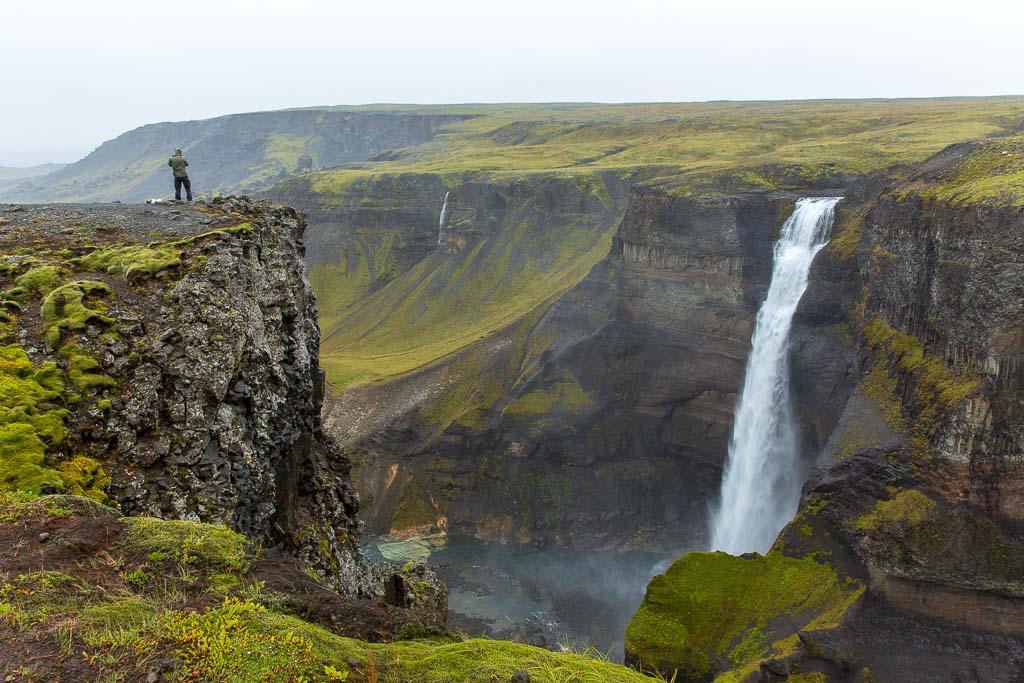 Mäktiga vattenfallet Haifoss på Island