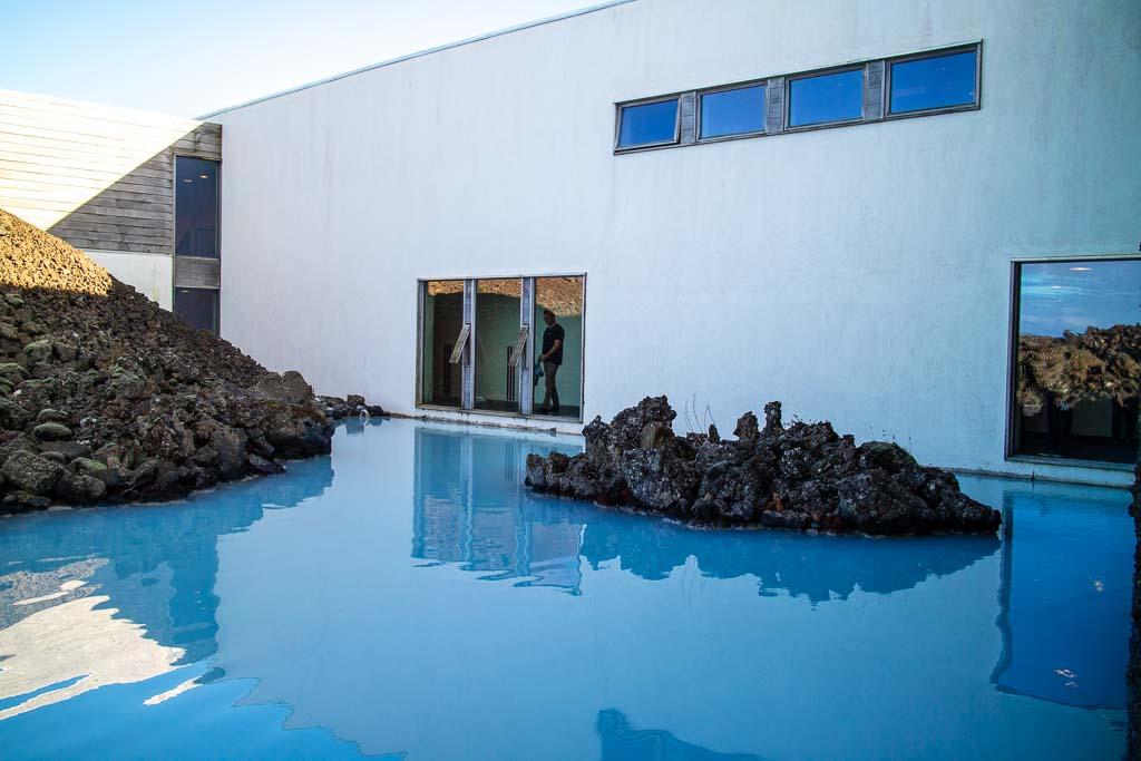 Blå lagunen är ett termiskt bad
