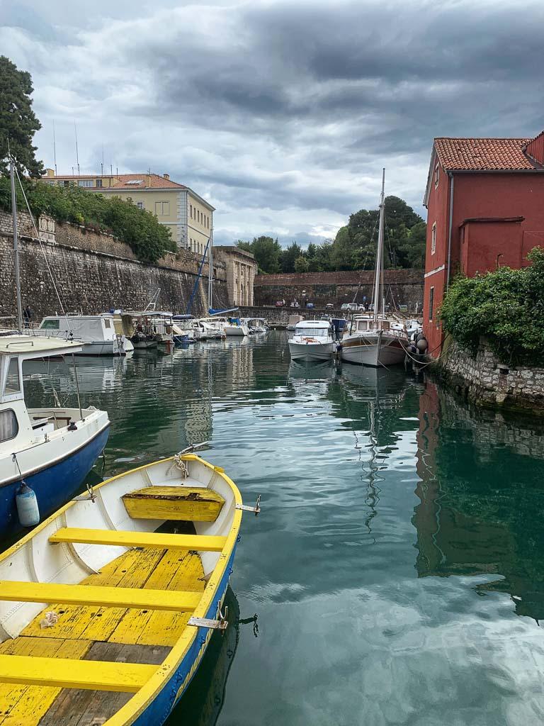 Småbåtshamn i gamla stan, Zadar